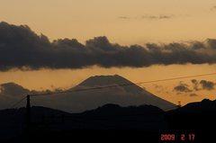 富士山09'2/17(夕)。クリックして大きくしてくださいね。r1
