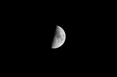 上弦の月。クリックして大きくしてくださいね。r1