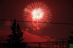 屋上から昭和記念公園の花火。クリックすると大きくなりますR1。