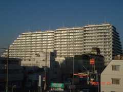 元イトーヨカドーの跡地に建てられた巨大マンション。クリックすると大きくなります。