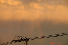 東の空に虹。クリックして大きくしてくださいね。r1