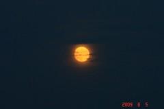 雲の向こうに月。クリックして大きくしてくださいね。r1