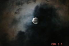 雲間に満月。クリックして大きくしてくださいね。r1