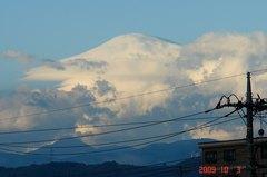 いい天気の朝、富士山の上空。クリックして大きくしてくださいね。r1