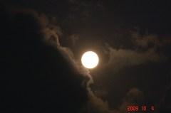 十六夜の満月、雲と一緒に。クリックして大きくしてくださいね。r1