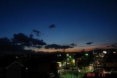 夕暮れの街角。クリックすると大きくなりますR1。
