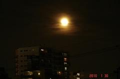 満月、雲の中へ。クリックすると大きくなりますR1。