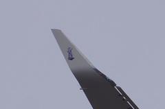 白いC−4は初めて見ました、主翼の先っぽになんか有ります。クリックすると大きくなりますα55。
