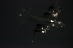 闇夜のC−130ハーキュリーズ。クリックすると大きくなりますα55。