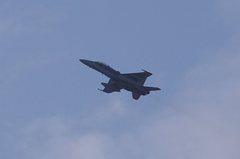 F−18ホーネット離陸、爆音。α55 SLT-A55VY DT55-200mm F4-5.6 SAM。クリックすると大きくなります。